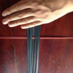 ラオスのワークショップで、竹を編んでランチョンマットを作った