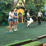 シンガポール動物園でドックショーを見る